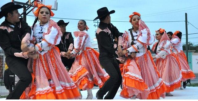 Ballet Folklórico y música en jarachina