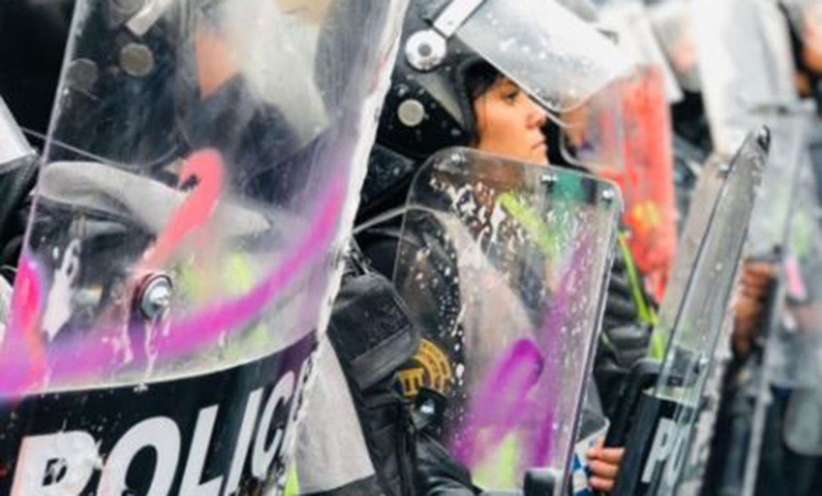 Hospitalizan a 3 mujeres policías heridas en marcha feminista